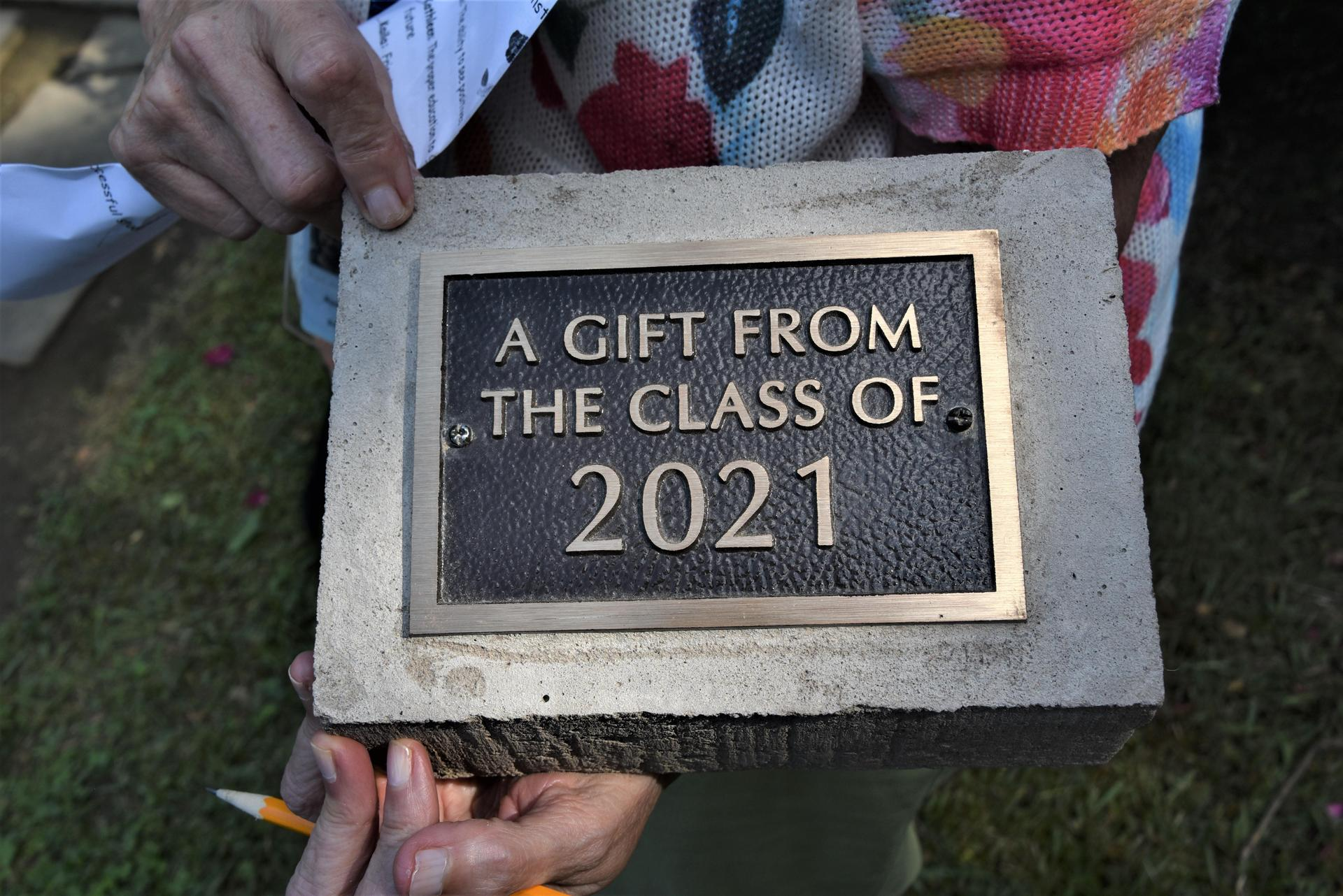 """A memorial plaque that reads """"A Gift from the Class of 2021"""""""