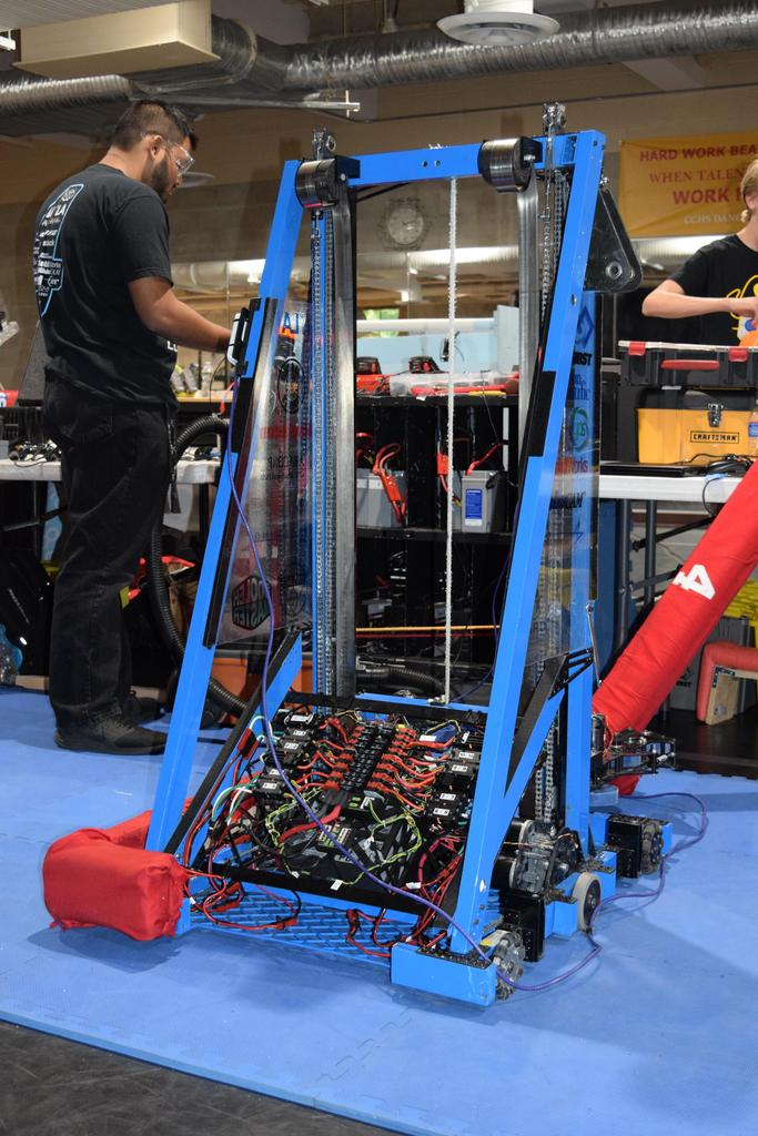 Main robot in the pit