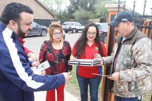Edinburg CISD migrant recruiters go door-to-door visiting with students and their families in northwestern Hidalgo County. Pictured L-R: ECISD Migrant Recruiter Michael Martinez, ECISD Migrant Recruiter Delia Sanchez, ECISD Migrant Recruiter Maricela Valdez and Martin Valdez, an ECISD parent.