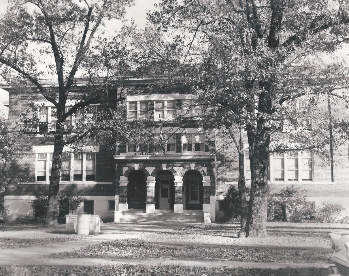 Black and White image of the old Ashdown Elementary school.