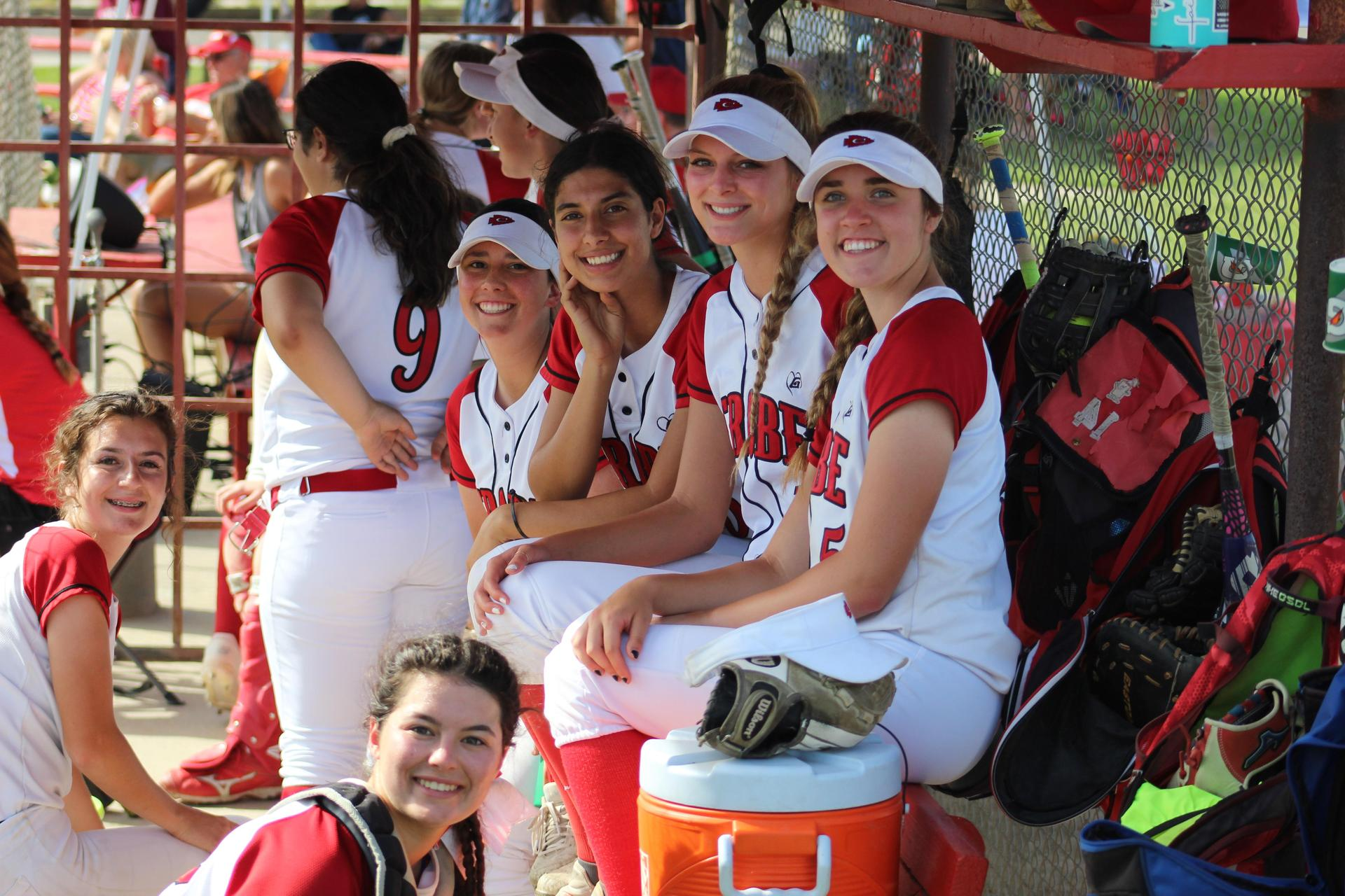 Jana Pope, Morgan Sewell, Shelby Williams, Priscilla Foster, Kinsley Vlot and Adriana Felsinger in the dugout