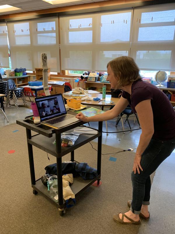 teacher talking to students online