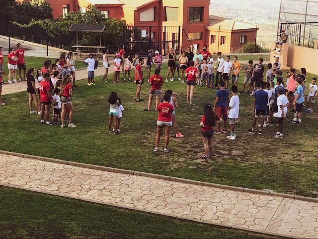 HudsonWay Immersion School students & staff play in a field in Spain