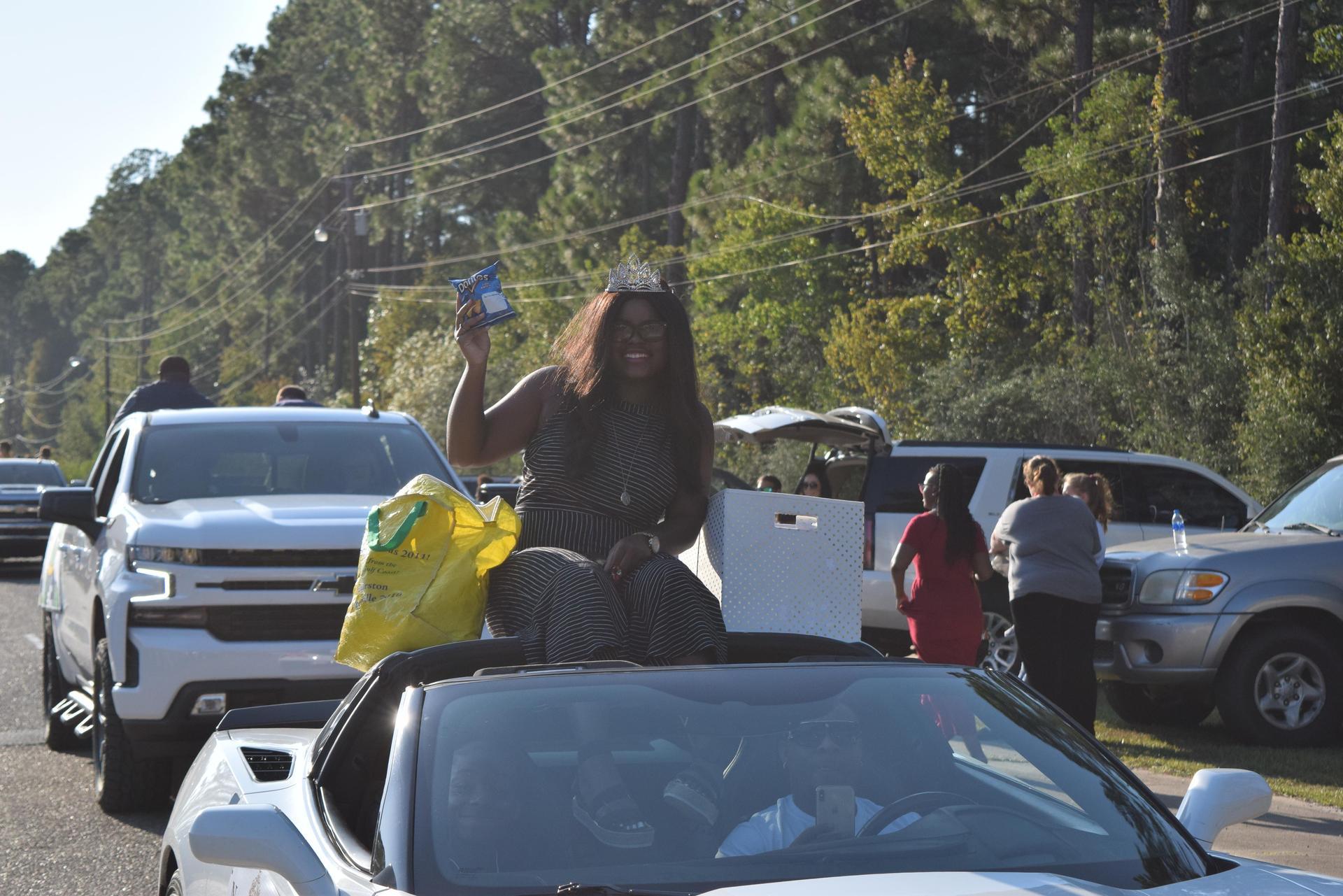 Grand Gator GHS Alumni Noelle Hankton Leads GHS Homecoming Parade