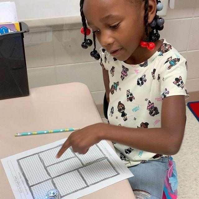 Picture of girl using Ozobot robot