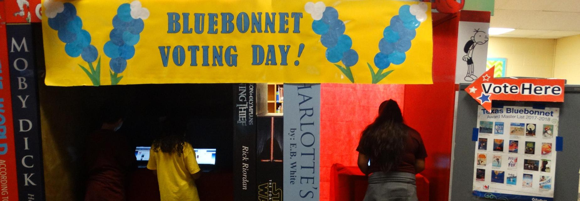 Students vote during Bluebonnet Voting Luncheon