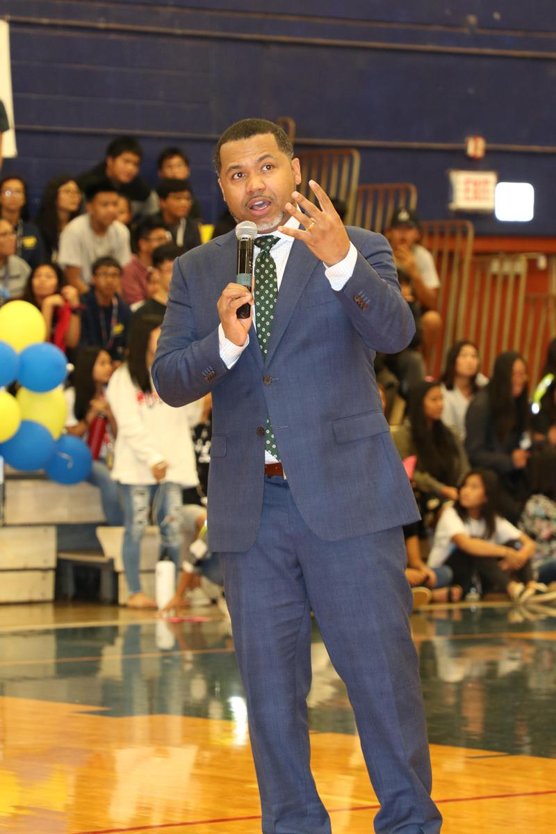 M .Scott speaking to students at an assembly