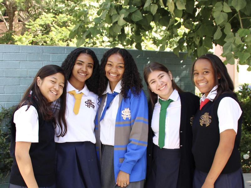 Photo of 5 students