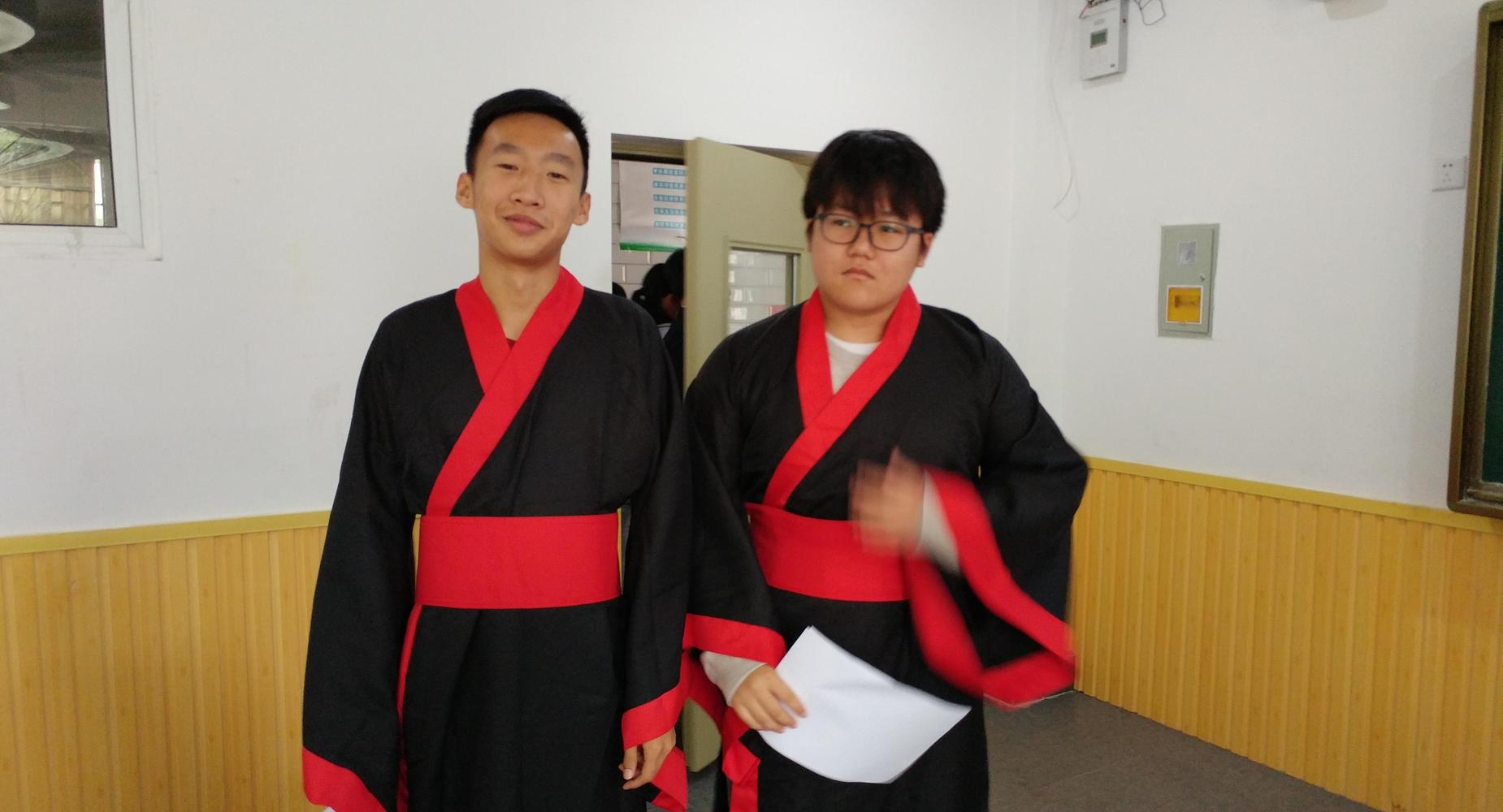 Two students in China wearing kimonos