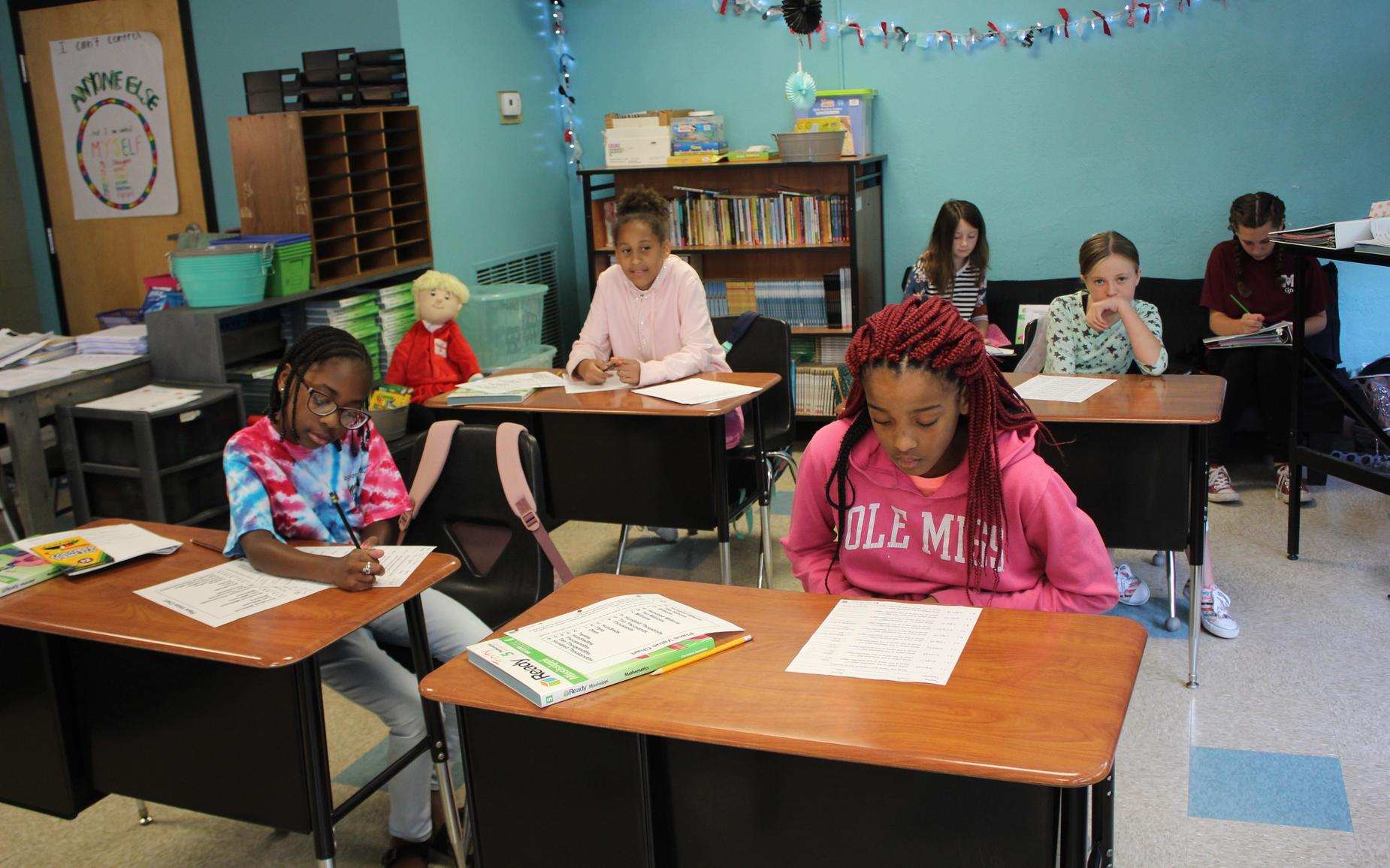 5th grade students are studying before lunch