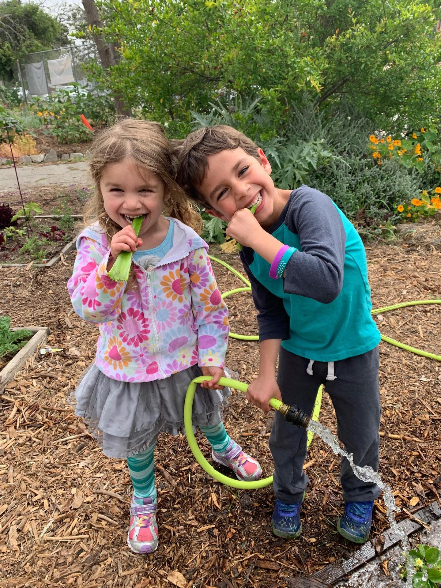 cute kids gardent