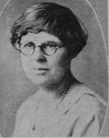Alice Reiterman as Garfield opened