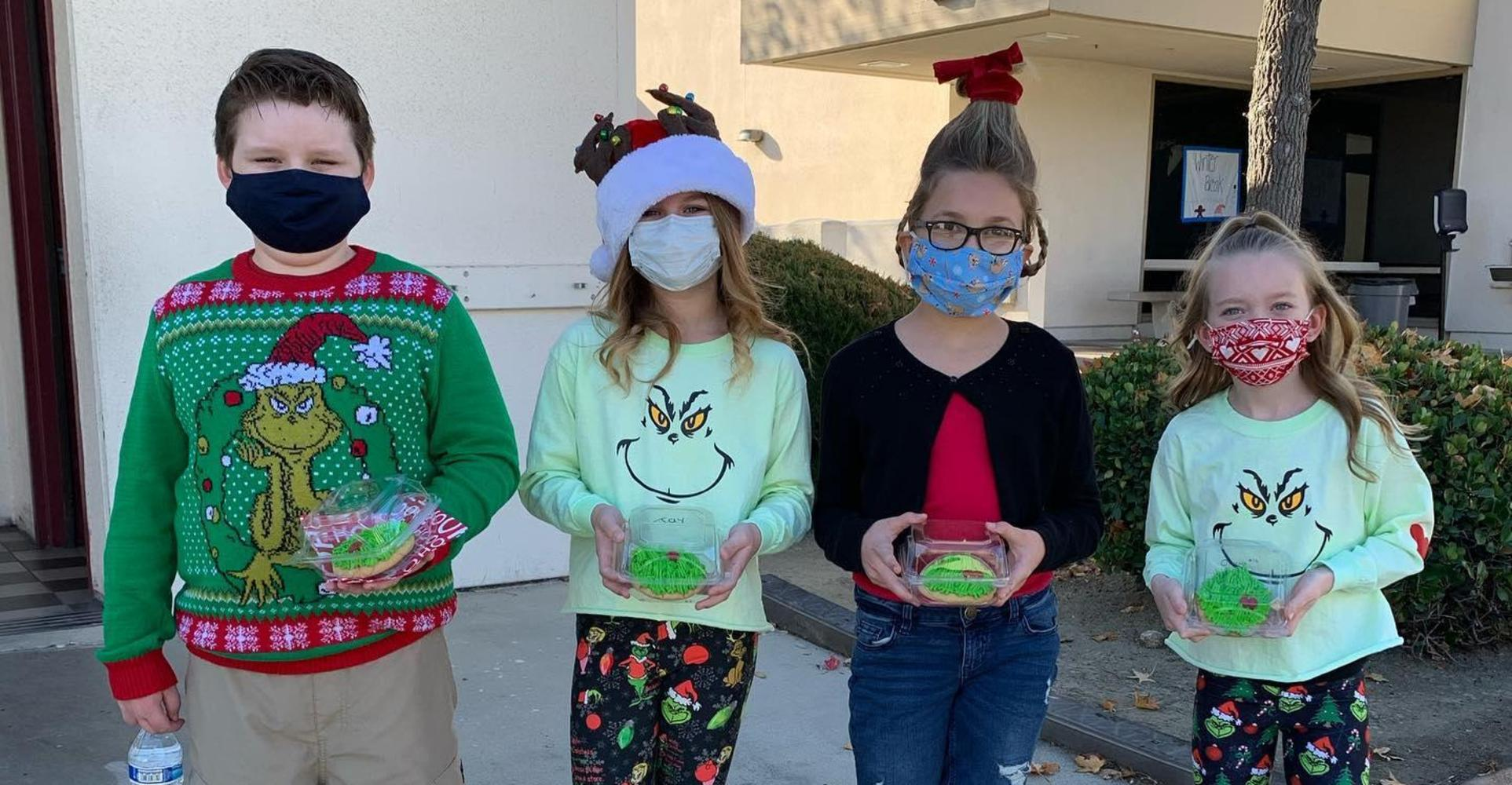 students show their grinch cookies.