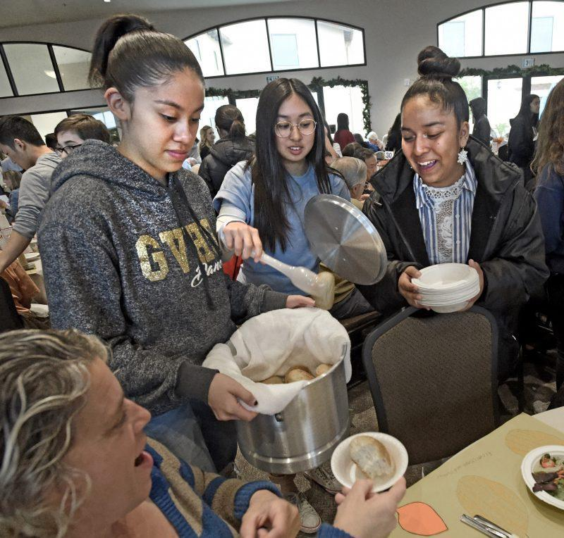 GV Students Serve Senior Thanksgiving Featured Photo