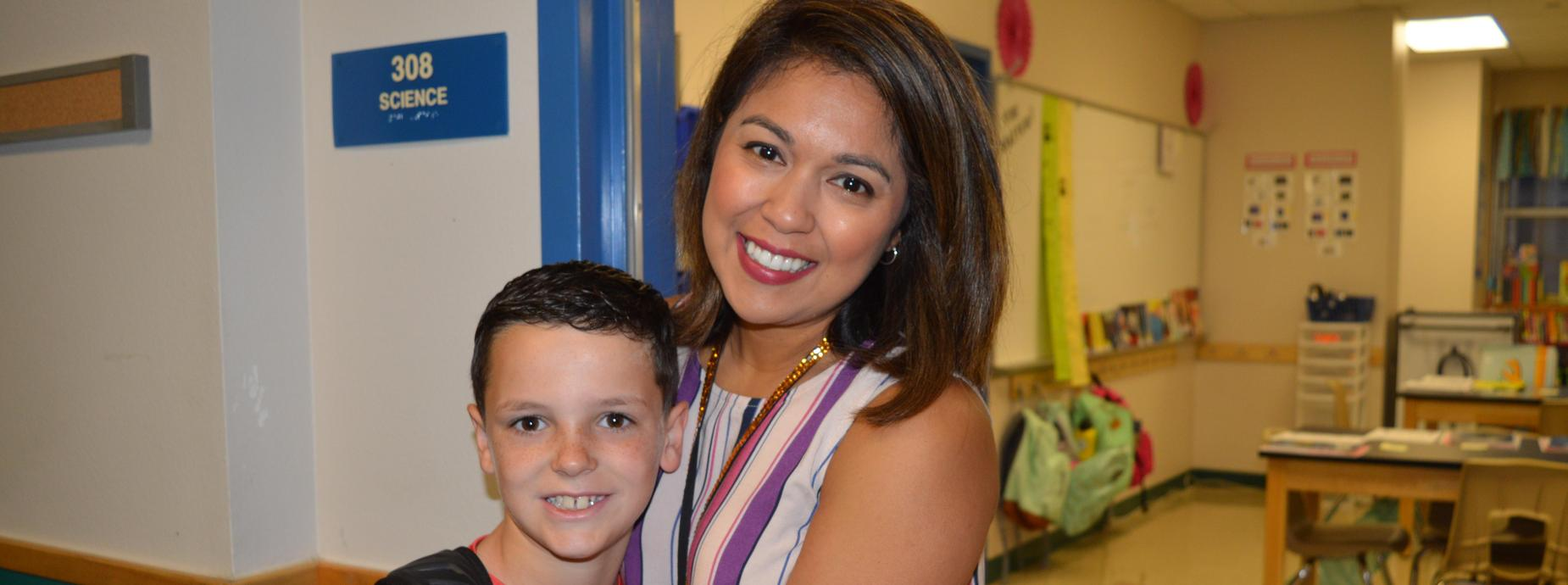 SRA. DELEON WITH STUDENT 1ST DAY OF SCHOOL