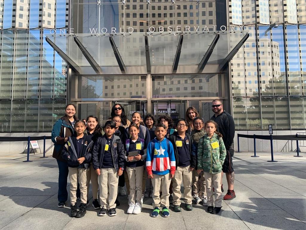 Group picture in front of one world observatory