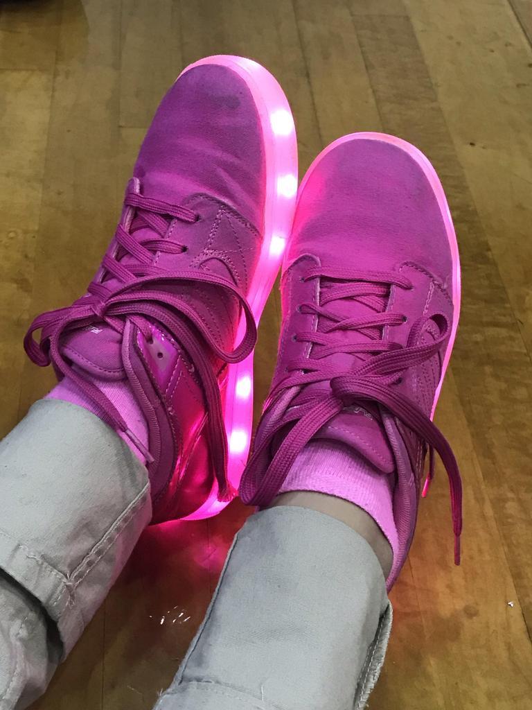 illuminating girls pink sneakers