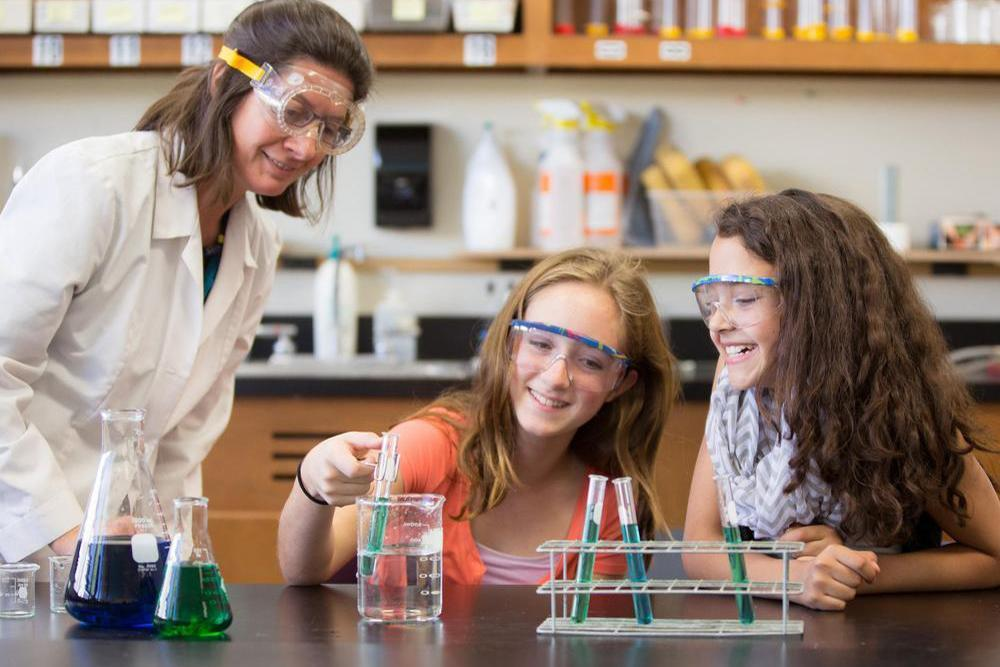 Science teacher with two students at a lab - STEM classes