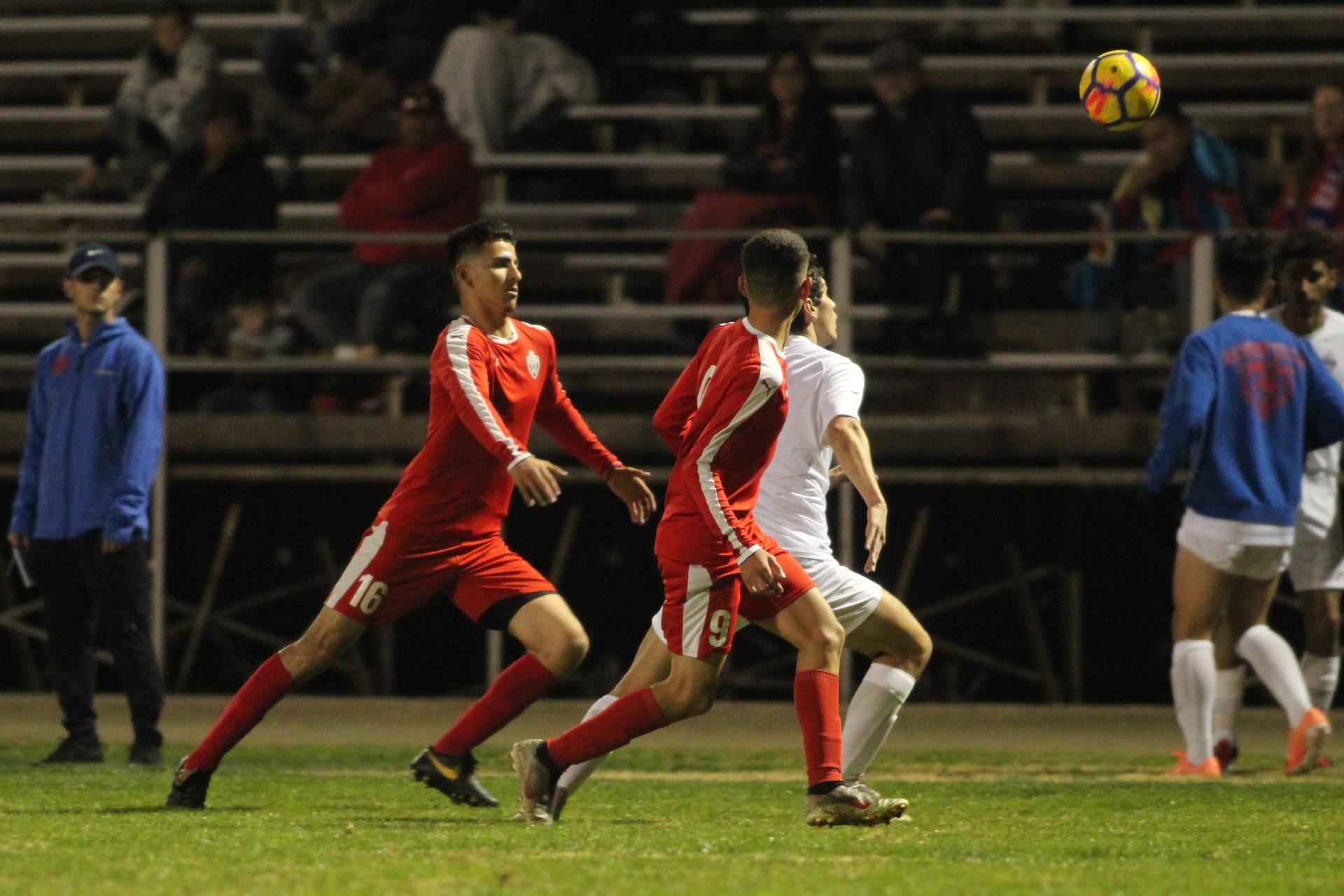Christian Fernandez going after the ball