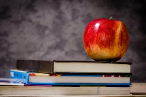 close-up-of-apple-on-top-of-books-256520.jpg