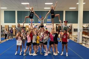 cheerleaders make a pyramid