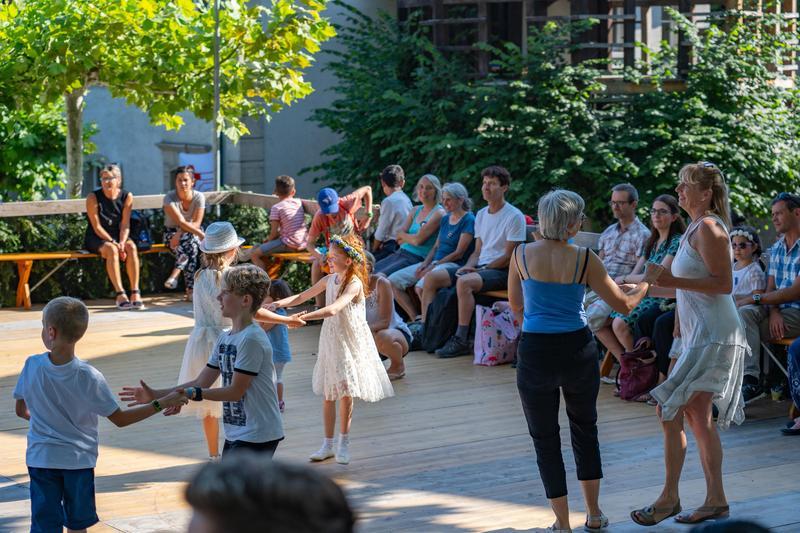 kids dancing with parents in park legacy preparatory academy is the best charter school in Bountiful, Utah
