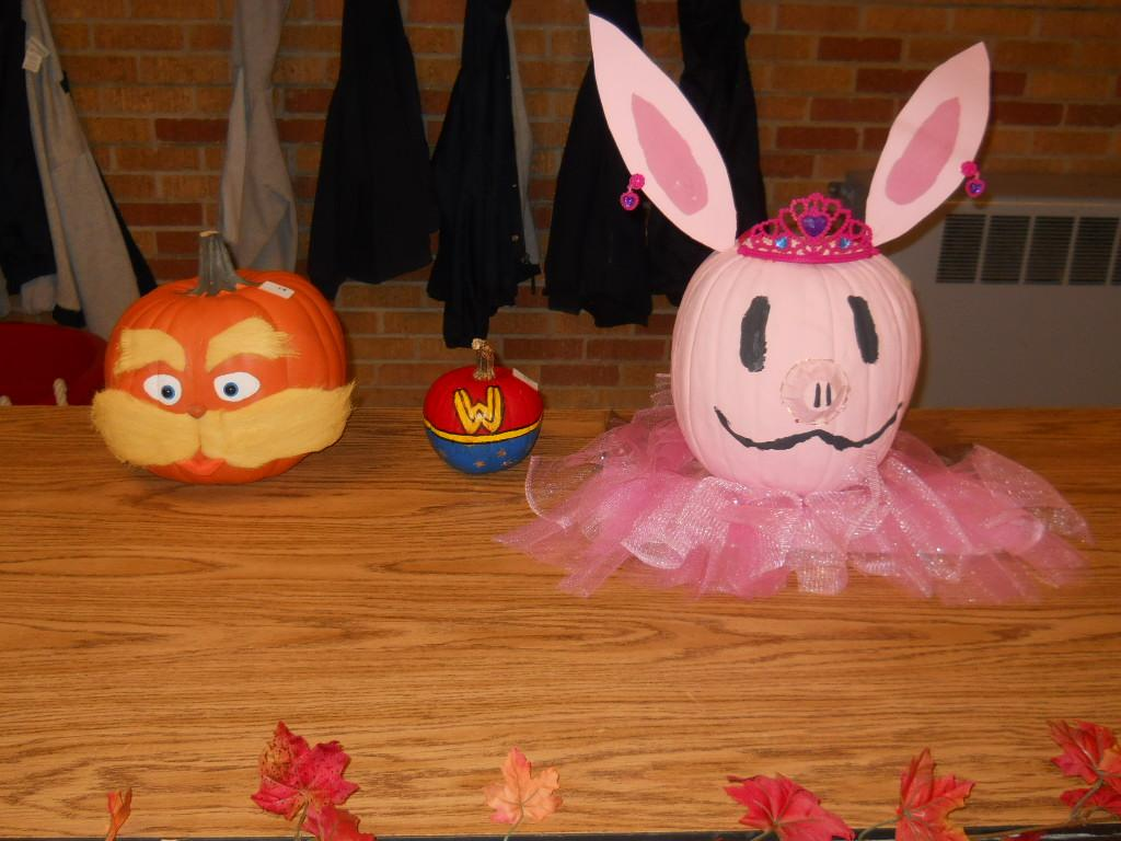Contestants in WES Pumpkin Decorating Contest 2015
