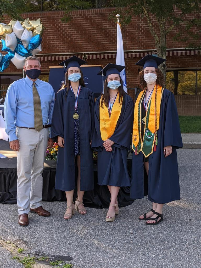 Dr  Logan with Valedictorians and Saludatorian