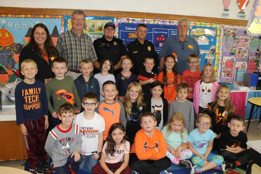 A group of first graders are pictured with Town of Chilhowie employees