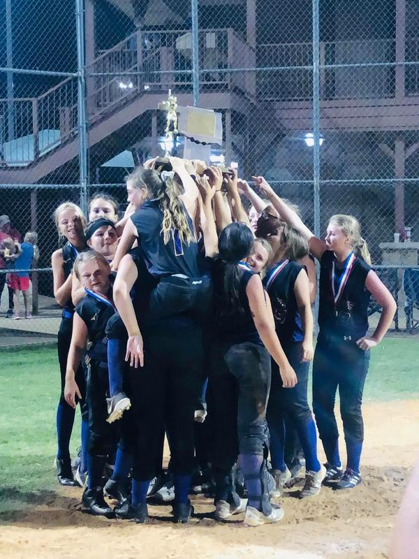 Oak Grove Softball Featured Photo