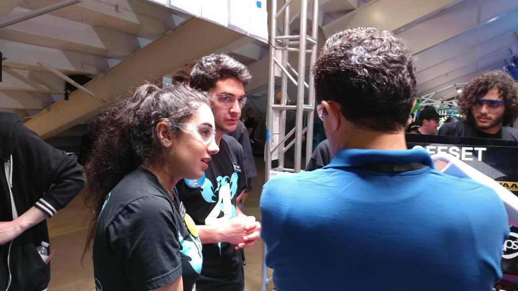Sara, Nisan talking to judges