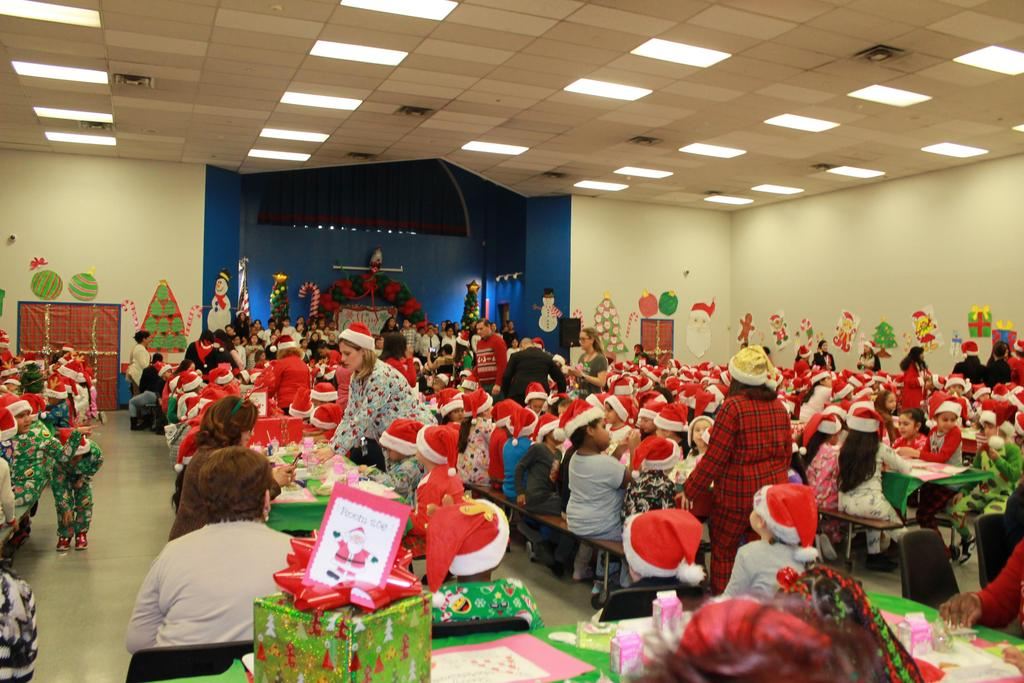 packed cafeterium with happy students having breakfast with santa