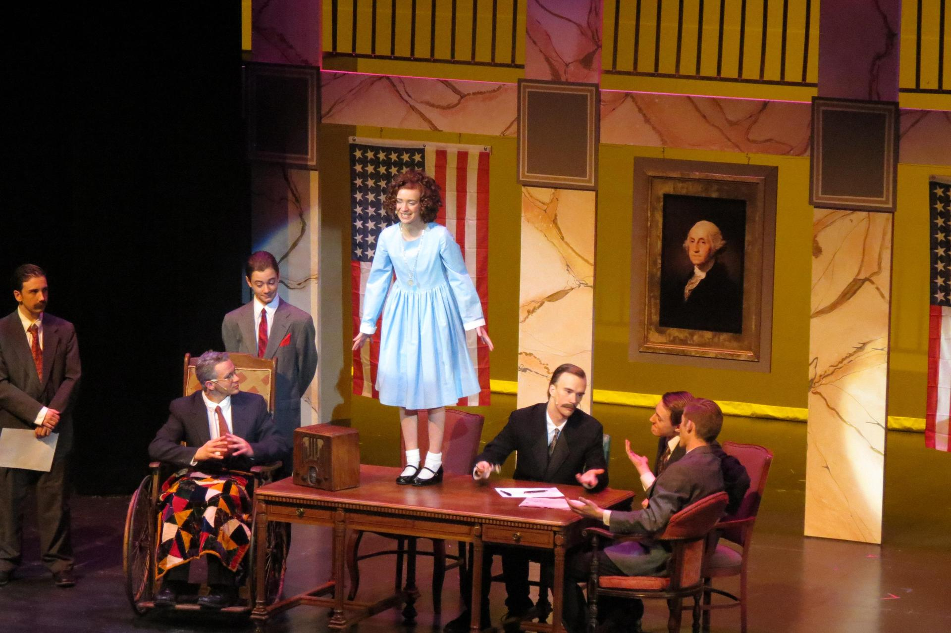 Musical scene when Annie sings for President Roosevelt.
