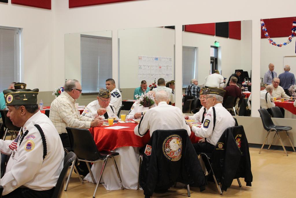 Picture of Veterans enjoying brunch