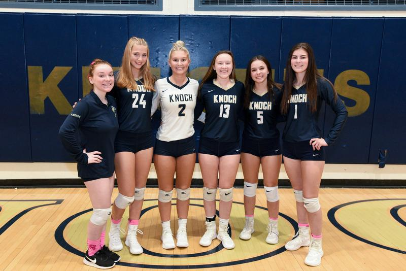 Group picture of the 6 seniors from the volleyball team