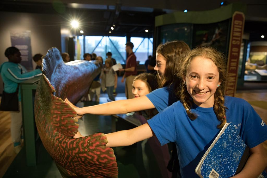 children at aquarium