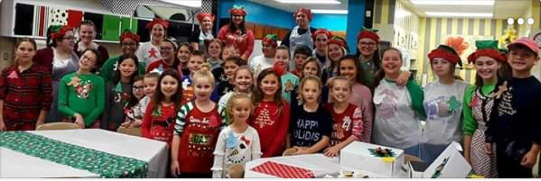 group photo of students attending christmas culinary camp