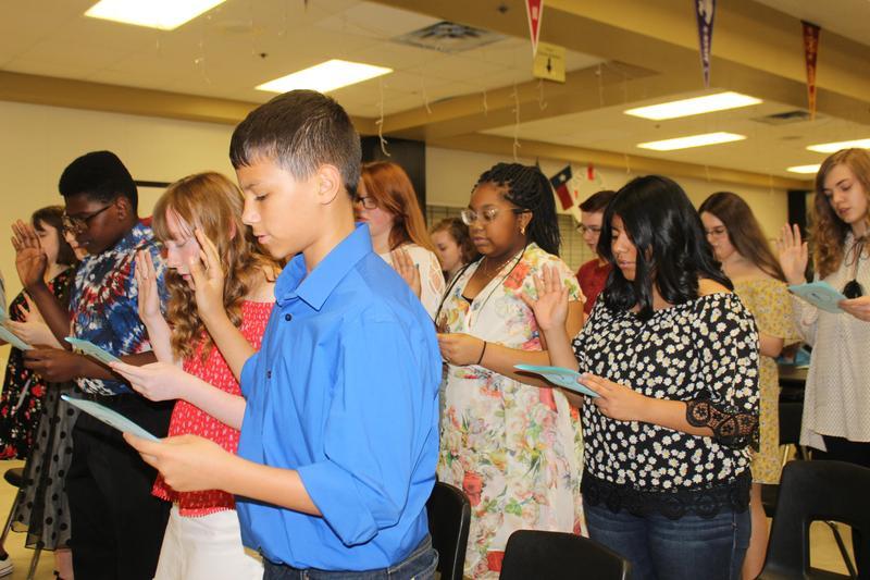 NJHS Candidates Taking the Pledge