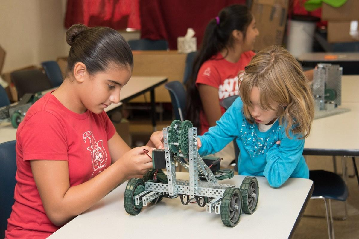 Middle School Students Engaging in Robotics