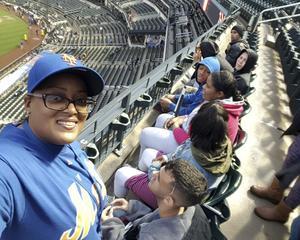 Students at a NY Mets game