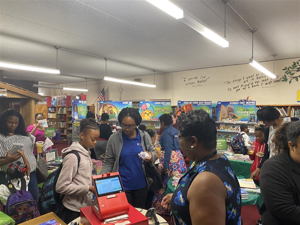 Photo of PRAMS dads and kids during scholastic's 2020 Spring Book Fair – Muffins with Moms