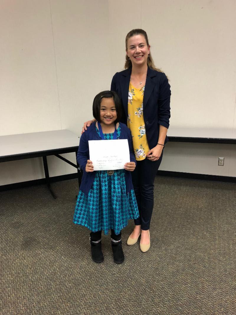 student receiving Global Learner Award