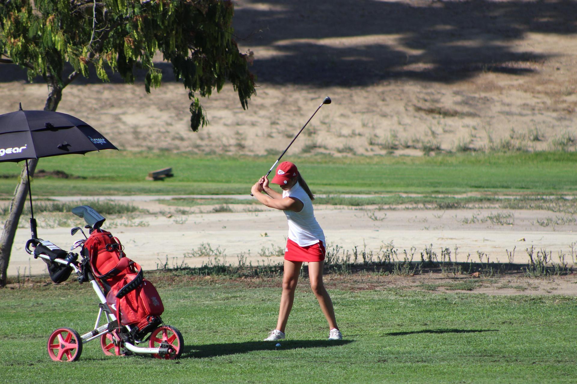 Girls playing golf vs Mission Oak