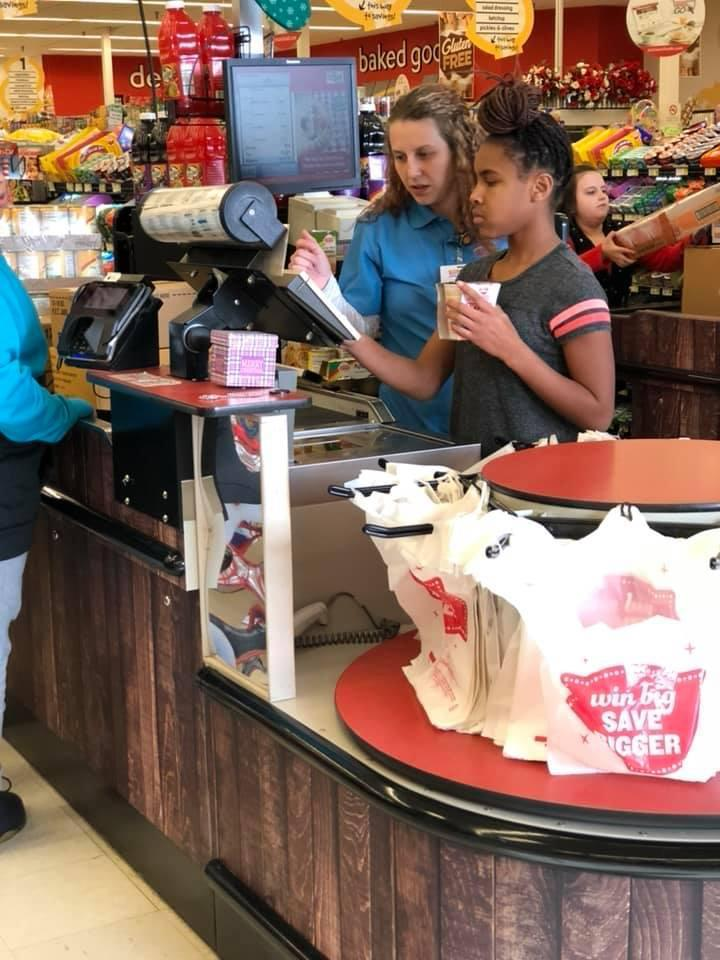 Students scan groceries for Race Against Hunger