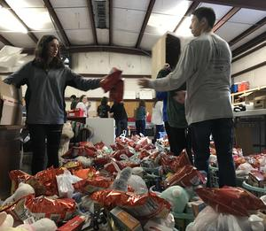 Students pack food baskets
