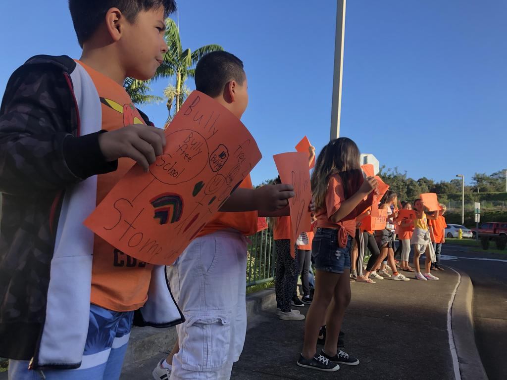 Unity Day Picture, Kids with signs