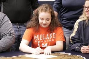 Mackenzie signing