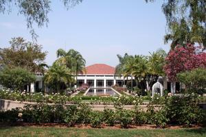 Nixon_Library_and_Gardens.jpg