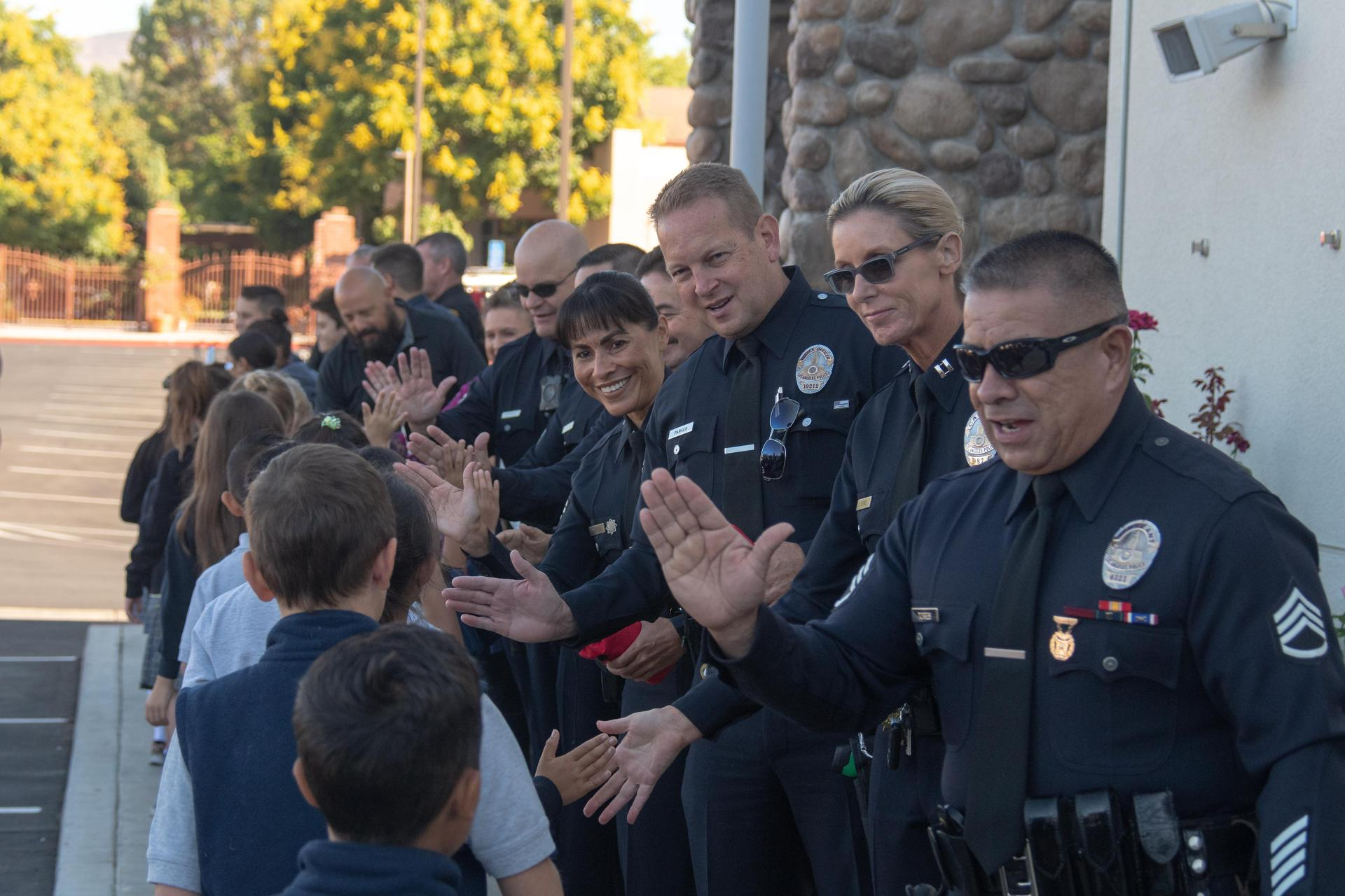 Students thanking 1st responders