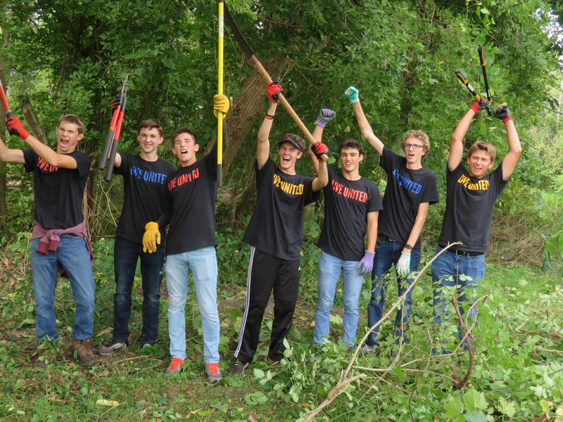 TKHS Student Council members volunteer during the United Way Day of Caring.